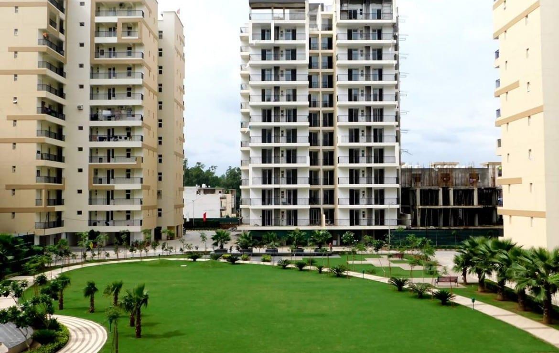 Highland Park- 2 BHK, 3 BHK and 4 BHK flats in Zirkapur near Airport mktd by Dewan Realtors